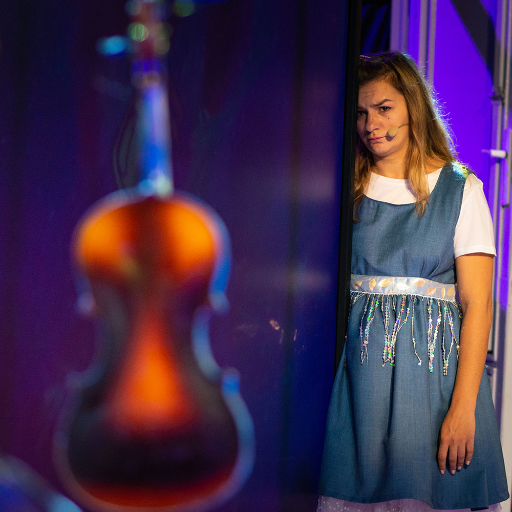Alice Teatrul Tineretului Piatra Neamt